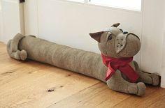 Olvídate del frío debajo de la puerta de tu casa usando muebles de arena – Manos a la Obra