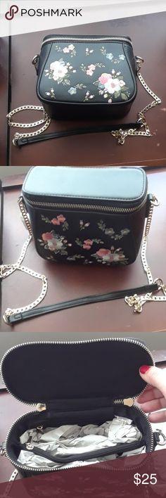 Brand new Parfois floral purse Brand new Parfois floral purse Parfois Bags Shoulder Bags