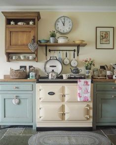 Modern Farmhouse Kitchen Makeover On A Budget - Onechitecture Cottage Kitchens, Modern Farmhouse Kitchens, Home Kitchens, English Kitchens, Farmhouse Decor, Shabby Chic Kitchen, Country Kitchen, Kitchen Decor, Kitchen Ideas