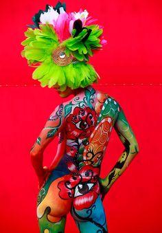 Das Daegu International Body Painting Festival 2012 in Südkorea, . Daegu, Painting Tattoo, Painted Ladies, Arte Pop, Woman Painting, Face Art, Body Art Tattoos, Face And Body, Amazing Art