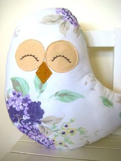 love the elegant fabric on this owl. the eyes and beak kinda cheesy, though...