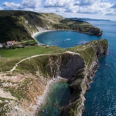 The beautiful Lulworth Cove on the Jurassic Coast in Dorset is must-see destination to visit at any time of the year with lots to do for all Beautiful Places To Visit, Wonderful Places, Places To Travel, Places To See, Ely Cathedral, Lulworth Cove, Dorset Coast, Jurassic Coast, English Countryside