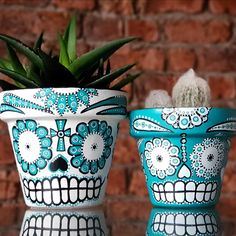 Mexican Day of the Dead Sugar Skull hand painted plant pots 💙💙💙