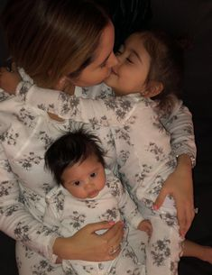 Catherine Paiz and Elle and Alaia McBroom Cute Family, Baby Family, Family Goals, Beautiful Family, Family Kids, The Ace Family Youtube, Ace Family Wallpaper, Cute Kids, Cute Babies