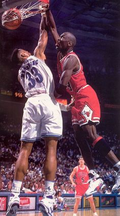 Michael Jordan dunks over Alonzo Mourning