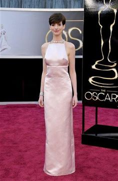 Les Mis (2012) | On the 2013 Oscars Red Carpet, Anne Hathaway (Fantine) in Prada.