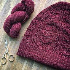 Ravelry: Alfonsine Hat pattern by Zuzana Pohankova Knitting Designs, Knitting Projects, Knitting Patterns, Hat Patterns, Knitting Socks, Hand Knitting, Knitted Hats, Ravelry, Knit Crochet