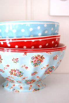 GreenGate | blue & red French bowls  LOVE LOVE LOVE!