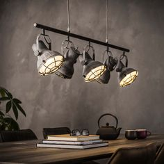 Easy makeover: give your interior an industrial look in just 6 steps - lighting - living room - An industrial interior in no time, that& how you do it! Industrial Ceiling Lights, Vintage Industrial Lighting, Industrial Interiors, Modern Industrial, Interior Lighting, Modern Lighting, Lighting Ideas, Moderne Lofts, Retro Lampe