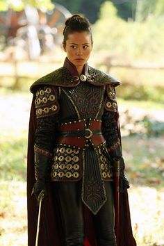 "Practical Female Armor Jamie Chung as Mulan from ""Once Upon a Time"" - kama and soft bits inspo! Female Armor, Female Knight, Lady Knight, Fantasy Fashion, Jamie Chung, Leather Armor, Fantasy Armor, Warrior Princess, Cool Costumes"