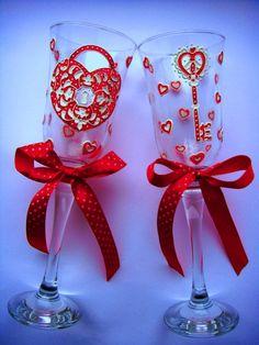 Gallery.ru / Свадебные бокалы или бокалы для влюблённых... - СВАДЕБНЫЕ БОКАЛЫ - YS-art Bride And Groom Glasses, Wine Glass, Christmas Ornaments, Holiday Decor, Tableware, Diy, Painting, Bottles, Dinnerware