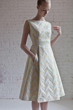 Barbara Tfank Resort 2014 Fashion Show - Edythe Hughes Dress Skirt, Dress Up, Mode Glamour, Batik Dress, Mode Style, Dress Patterns, Sewing Patterns, Pretty Dresses, African Fashion