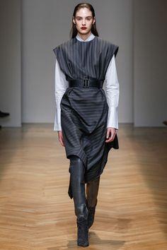 Aquilano.Rimondi Fall 2017 Ready-to-Wear Fashion Show - Maddie Dawn