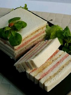 Tee Sandwiches, Gourmet Sandwiches, Finger Food Appetizers, Finger Foods, Appetizer Recipes, Bolo Nacked, Sandwich Cake, Xmas Food, Snacks Für Party