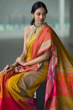 Looking for designer blouse images? Hear are latest trendy blouse models that you can wear with any saree of your choice. Formal Saree, Casual Saree, Saree Blouse Patterns, Sari Blouse Designs, Trendy Sarees, Stylish Sarees, Kaftan, Saree Trends, Elegant Saree