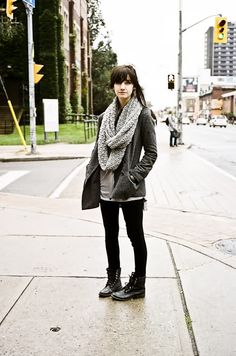 20 trendy Ideas for grey combat boats outfit fall sweaters Winter Teacher Outfits, Winter Boots Outfits, Winter Fashion Outfits, Fall Outfits, Casual Outfits, Outfit Winter, Legging Outfits, Combat Boot Outfits, Combat Boots