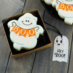 ghost cookie in a gift box halloween cookies Ghost Cookies, Fall Cookies, Iced Cookies, Easter Cookies, Halloween Cookie Cutters, Halloween Sugar Cookies, Halloween Treats, Halloween Halloween, Cookie Icing