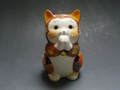 Japanese KUTANI Yaki Lucky Cat Maneki Neko