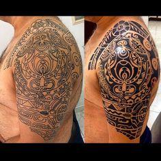 Minha Maori, réplica do Dwayne Johnson, o The Rock. Peguei o stencil no e-bay, levei para o tatuador que fez correções e fez a tatto o tempo todo olhando para a imagem original do Dwayne. Para riscar, levou 6 horas direto! Depois, uma sessão para pintar metade, outra metade e os retoques finais. O resultado foi único e curto muito minha tattoo Maori. Pretendo fazer muitas outras. #marquesantattooshalfsleeves