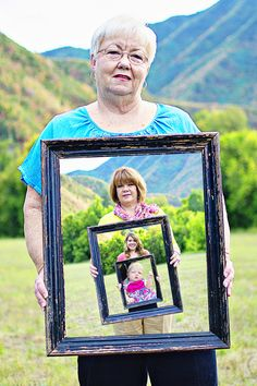 Four generations picture frame idea. Could also do something similar for every decade of marriage together. Home Crafts, Fun Crafts, Diy Home Decor, Four Generation Pictures, 4 Generations Photo, Fotografia Tutorial, Cute Family, Photo Craft, Diy Photo