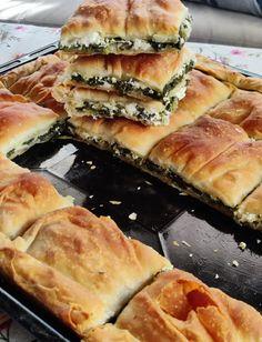 Εξαιρετικά φτιαγμένη και τέλεια ψημένη - σπανακοτυρόπιτα με σπιτικό και τραγανό φύλλο.. πολύ νόστιμη Spanakopita, Ethnic Recipes, Food, Essen, Meals, Yemek, Eten