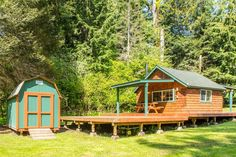 A 224 square feet cabin in Ashland, Oregon. (pinned by haw-creek.com)