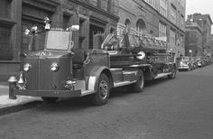 ◆FDNY Ladder 27 American LaFrance 100' TDA Shown In A Photo From 1956◆