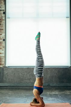 Power yoga is one of the most effective exercises for weight loss. In this article you can find some of power yoga poses for weight loss along with useful other benefits. Yoga Handstand, Fitness Goals, Yoga Fitness, Health Fitness, Body Inspiration, Fitness Inspiration, Power Yoga Poses, Anti Aging, Massage