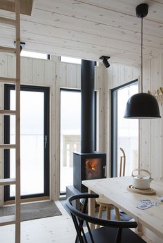Small Living, Living Spaces, Scandinavian Cabin, Cabin Interiors, Cabin Design, Log Homes, Minimalist Home, Interior Inspiration, Sweet Home