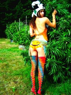 Haha LOVE the skunk weed hat! She is a goddess Women Smoking, Girl Smoking, Smoking Weed, Weed Girls, 420 Girls, Steam Punk, Skunk Weed, Cannabis, Marijuana Funny