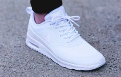 White nike air max thea