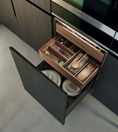 Designed by Poliform is available at Switch Modern - your source for original contemporary design. An exclusive model where all the kitchen units are inspired by pure and essential lines to achieve a rig Kitchen Drawers, Kitchen Units, Kitchen Cabinetry, Kitchen Pantry, Kitchen Appliances, Modern Kitchen Design, Interior Design Kitchen, Kitchen Dinning, Kitchen Decor