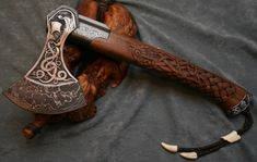 The Viking Archer — imnorsingaround: curvethemoonshine: . Viking Axe, Viking Warrior, Viking Queen, Swords And Daggers, Knives And Swords, Escudo Viking, Throwing Axe, Axe Handle, Beil