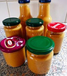 Zucchini spread not only on bread, but also on sausages, sausages, meat or chips. Vegan Gluten Free, Vegan Vegetarian, Zucchini Sauce, Chutney, Bourbon Drinks, Home Canning, Home Brewing Beer, Hot Sauce Bottles, Pesto