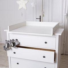 Table à langer blanche pour commode IKEA Hemnes, http://www.amazon.fr/dp/B00PZT38GY/ref=cm_sw_r_pi_awdl_4NGqvb1ZC9CYC