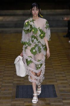 Simone Rocha Spring 2017 Ready-to-Wear Fashion Show