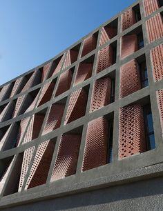 Caat Studio Teheran: Low Cost Apartment Facade