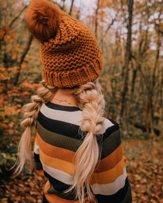 We've got the perfect look for you this weekend! Swipe through to watch the tutorials for these pull through pigtails. Throw on a beanie and you are ready for some fall adventures.🍂Styled with our Classic set. #barefootblondehair