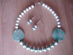 Aqua = my favourite color of this season !! Oorbellen en collier te koop via etsy.com - voor 10 euro !!!
