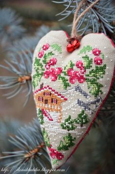 Xmas Cross Stitch, Cross Stitch Christmas Ornaments, Christmas Hearts, Cross Stitch Heart, Christmas Embroidery, Christmas Cross, Winter Christmas, Cross Stitching, Cross Stitch Embroidery