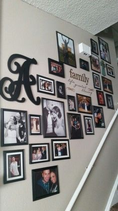 59 New Ideas Dekor-Wand-Foto Treppen Dekor Treppen Picture Wall Staircase, Stair Photo Walls, Stairway Gallery Wall, Staircase Pictures, Hallway Pictures, Family Pictures On Wall, Gallery Wall Frames, Frames On Wall, Photo Gallery Walls