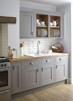 Peinture meubles cuisine vert d\'eau et carrelage blanc | Interior ...