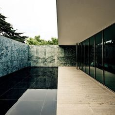 Pavilion in Barcelona, Spain. Originally built for the World Fair of Ludwig Mies Van Der RoheBarcelona Pavilion in Barcelona, Spain. Originally built for the World Fair of Ludwig Mies Van Der Rohe Ludwig Mies Van Der Rohe, Patio Interior, Interior And Exterior, Interior Design, Gothic Architecture, Interior Architecture, Barcelona Architecture, Chinese Architecture, Futuristic Architecture