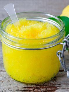 Handpeeling aus Zucker, Olivenöl und Zitrone - in wenigen Minuten angerührt schenkt euch dieses DIY-Peeling wunderbar weiche Hände