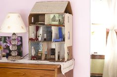 DIY Cardboard Dollhouse (I love the DIY houses the best).