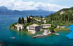 Garda Lake, in a in northern Italy: a beautiful place! The northern part of the lake is narrower, surrounded by mountains, the majority of which belong to the Gruppo del Baldo! Nature, sports, history and great towns like Sirmione, Malcesine and Bardolino! you now more?