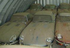 Jaguar E-Type graveyard barn find Jaguar Daimler, Abandoned Cars, Abandoned Vehicles, Abandoned Homes, Car Barn, Rust In Peace, Xjr, British Sports Cars, Rusty Cars