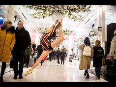 10 Minute Photo Challenge Distracts Holiday Shoppers at Macy's - YouTube