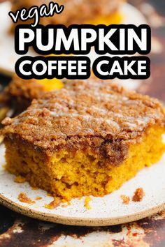 Pumpkin Coffee Cakes, Vegan Coffee Cakes, Pumpkin Spice Coffee, Spiced Coffee, Hot Coffee, Vegan Dessert Recipes, Healthy Desserts, Snack Recipes, Cake Recipes