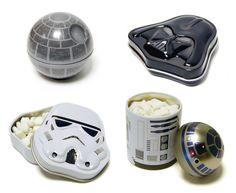 Star Wars-godis i plåtaskar i form av R2-D2, Darth Vader mfl